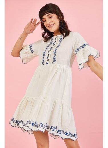 ESQ Mavi Nakışlı Düğmeli Elbise Beyaz